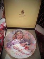 WEDGWOOD QUEENS WARE DISPLAY PLATE LIMITED EDITION MARY VICKERS WISTFUL BOXED